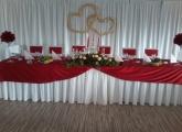 svadba-bardejov-hlavny-stol-cervena