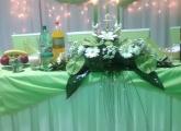 zelena-svadobna-vyzdoba-hlavny-stol-bardejov
